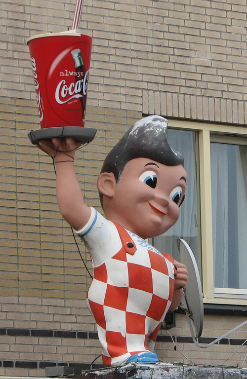 Big Boy statue holding a Coca-Cola in the Netherlands