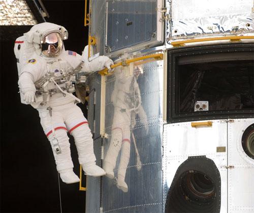 Astronaut John Grunsfeld at Hubble Space Telescope